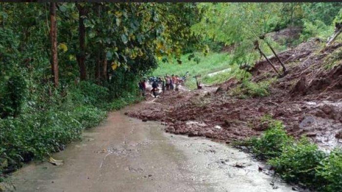 Diguyur Hujan Sehari, Akses Jalan Masuk ke Desa Tungka Enrekang Sempat Terputus