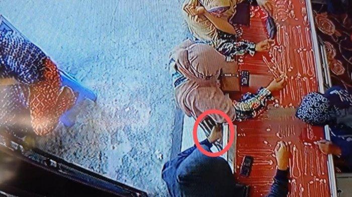 Tiga Emak-emak di Pinrang Terekam CCTV Curi Emas 5,12 Gram, Modus Tanya Harga