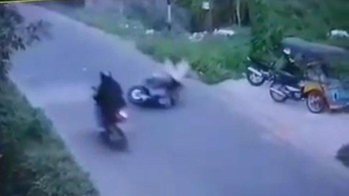 Terekam CCTV, Nenek di Takalar Terlempar ke Semak-semak Saat Ditabak Motor