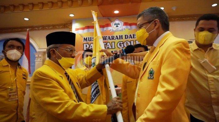 FOTO; Ambas Syam Aklamasi Pimpin Golkar Gowa - taufan-pawe-memberikan-petaka-kepada-ambas-syam-1.jpg
