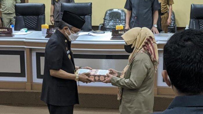Wali Kota Parepare Taufan Pawe Serahkan Ranperda Perubahan RPJMD Tahun 2018-2023