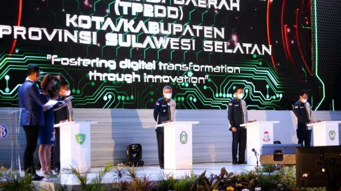 Acara Launching QRIS, Taufan Pawe Tanda Tangani SK TP2DD