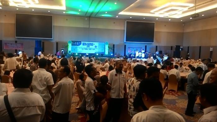 Seribuan Alumni Teknik Unhas Kompak Kemeja Putih di Hotel Clarion