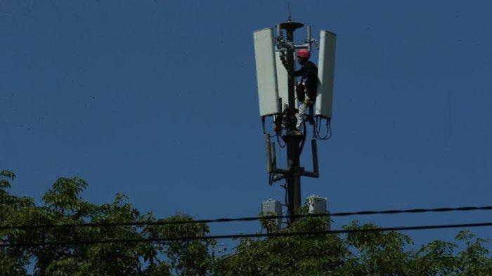 FOTO; Dukung Belajar Online, Telkomsel Pastikan Jaringan Lancar - teknisi-sedang-melakukan-pengecekan-jaringan-disalah-satu-bts-milik-telkomsel-4.jpg