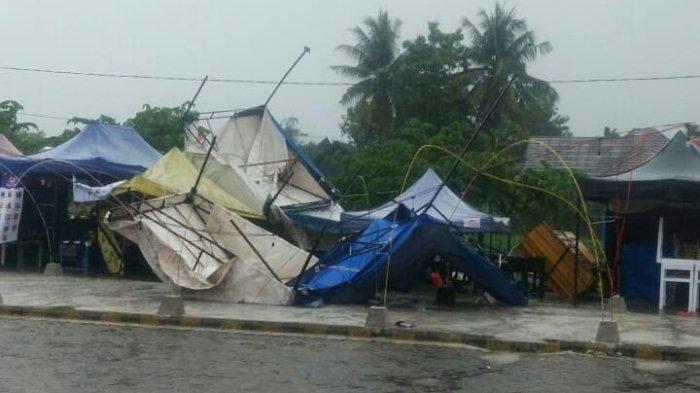 Hujan Disertai Angin Kencang, Tenda Pedagang di Senbis Masamba Luwu Utara Terbang