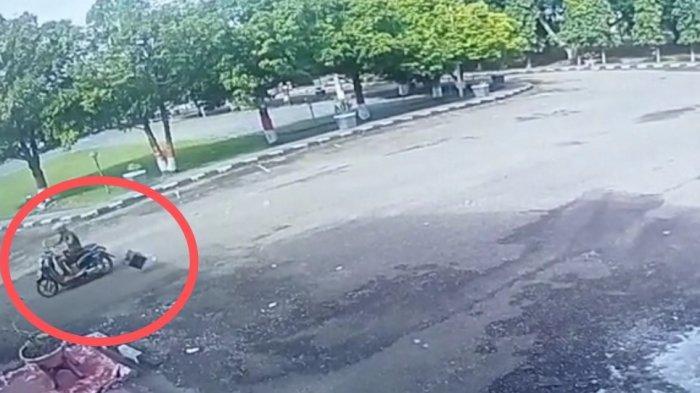 Pelaku Pembuang Kotak Hitam Mencurigakan di Halaman Kantor Bupati Pinrang Terekam CCTV