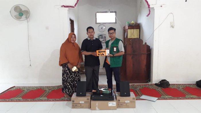 Masjid Dusun Sambau Desa Padanglampe Terima Bantuan Sound System dari Yayasan Kalla - terima-bantuan-audio.jpg
