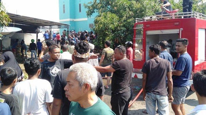 BREAKING NEWS: 1 Unit Rumah Panggung di Mattoanging Barru Hangus Terbakar