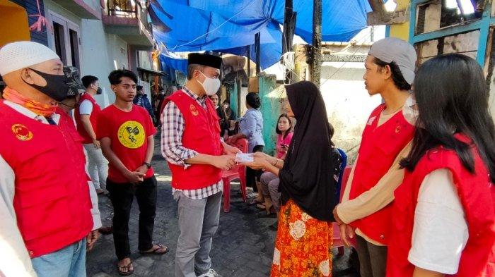 Bantu Korban Kebakaran Tinumbu, Suporter PSM The Maczman Salurkan 100 Sak Semen dan Uang Tunai