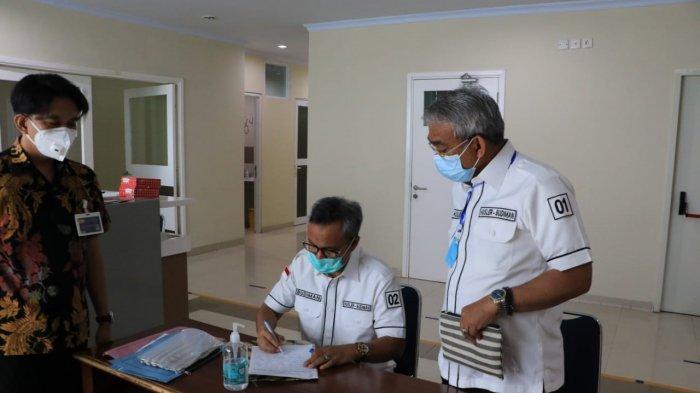 Kompak Berkemeja Putih, Husler-Budiman Jalani Tes Kesehatan di RS Wahidin Makassar