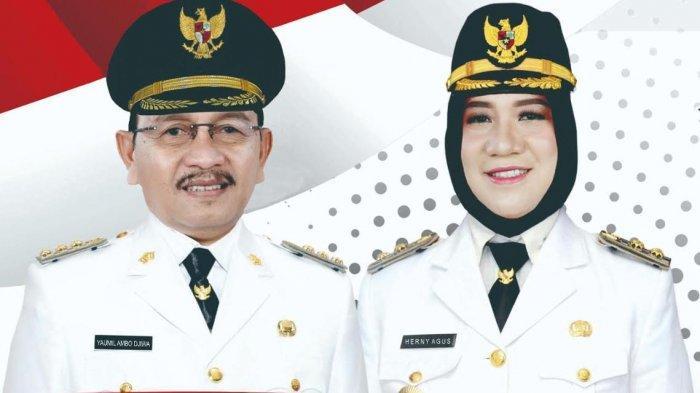 Tiga kepala daerah di Sulawesi Barat hasil Pilkada 2020 akan dilantik Jumat (26/2/2021) siang ini pukul 14.00 Wita. Hj Sutinah Suhardi, SH, M.Si dan Ado Mas'ud, S.Sos, sebagai Bupati dan Wakil Bupati Mamuju Periode 2021-2026.  Kemudian Yaumil Ambo Djiwa, SH dan Dr Herny Agus Ambo Djiwa, S.Sos, M.Si, sebagai Bupati dan Wakil Bupati Pasangkayu Periode 2021-2026. Terakhir H M. Aras Tammauni, SE dan Drs M Amin Jasa, M.M, sebagai Bupati dan Wakil Bupati Mamuju Tengah Periode 2021-2026.