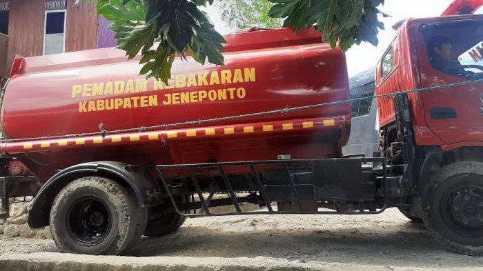 Tiga Unit Mobil Damkar Dikerahkan Padamkan Api di Pokok Bulo Jeneponto