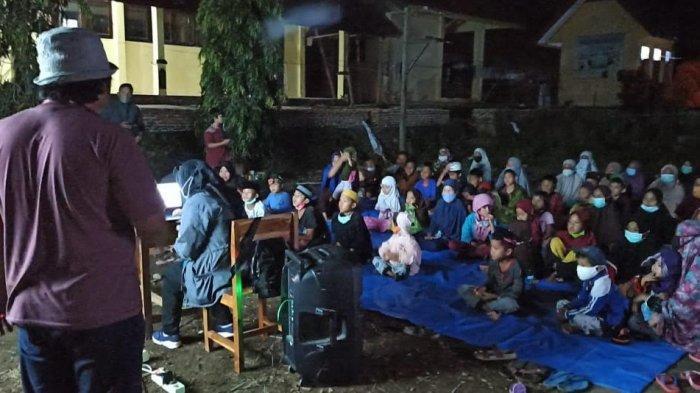 Tim Dinas Perpustakaan Sulsel Berbagi Keceriaan dengan Pengungsi Gempa Sulbar