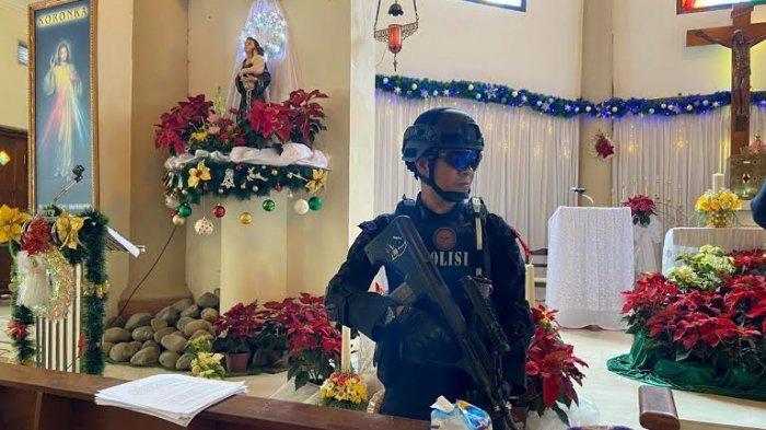 Jelang Misa Natal, Tim Gegana Brimob Polda Sulsel Strilkan Gereja di Makassar