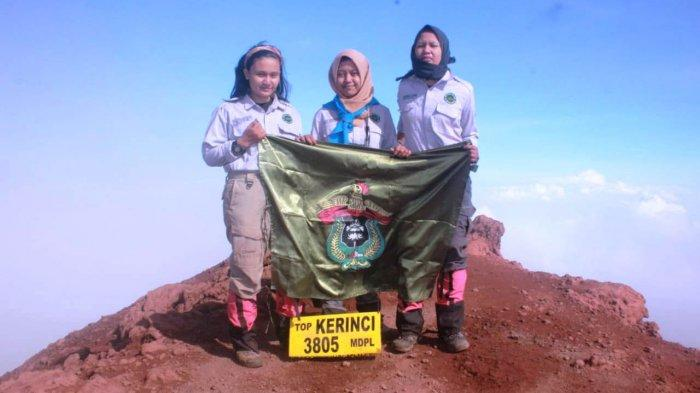 3 Anggota Puteri Mapala 09 FT Unhas Daki Puncak Tertinggi di Sumatera, Begini Kisah Perjalanannya - tim-operasi-puteri-mahasiswa-pecinta-alam-atau-mapala-09-smft-unhas-daki-gunung-kerinci.jpg