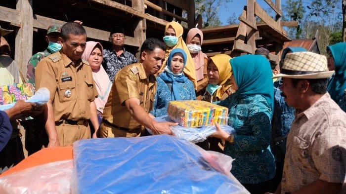 PKK Gowa Salurkan Bantuan ke Pengungsi Kebakaran Hutan
