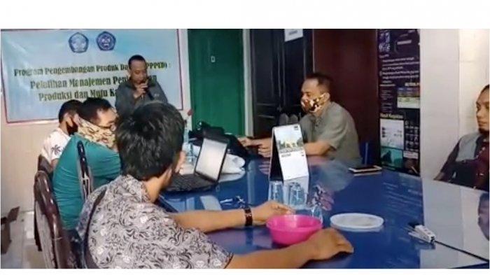 Tim PPPUD Budidaya Karang Hias Politani Pangkep Latih Manajemen Penanganan Hasil 2 UKM di Makassar