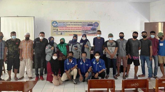 Tim PPPUD Ikan Hias Karang Ajar UKM di Pulau BarrangLompo Cara Karantina Ikan di Akuarium Modular