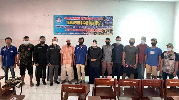 Tim PPPUD Ikan Hias Karang Politani Pangkep Beri Pendampingan Nelayan dan UKM di Pulau Barrang Lompo
