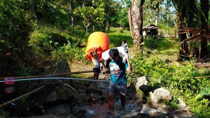 Program Recovery Gempa Sulbar, Bersama Berbagi dan Ikatek Unhas Buat Pipanisasi Air 600 M di Malunda - tim-relawan-bersama-berbagi-dan-ikatek-unhas-membuat-program-pipanisasi.jpg