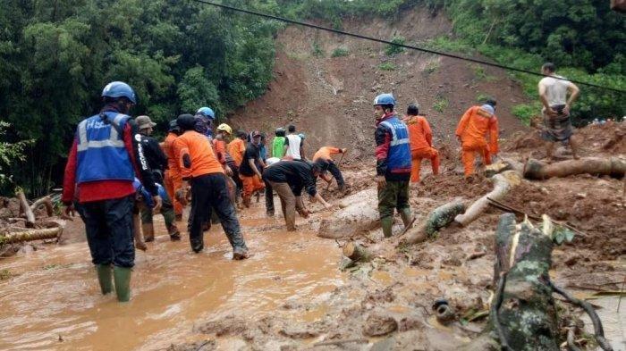 Banjir di Desa Rumbia Jeneponto, Akses Jalan Tertimbun Longsor