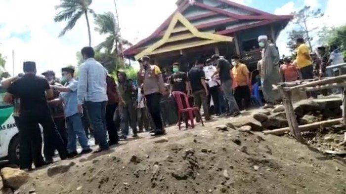 Diduga Diprovokasi Lurah, Warga Kassi Kebo Usir Tim Satgas Saat Pemakaman Pasien Covid1-9