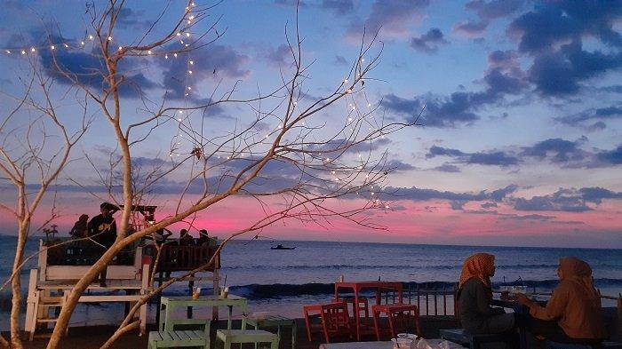 Wisata Virtual Tribuners: Berburu Sunset di Pesisir Pantai Topejawa, Warna Langitnya Indah