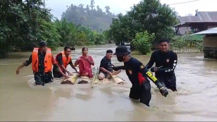 Banjir Setinggi Dua Meter Rendam Desa Ompi Pasangkayu, 259 KK Terdampak