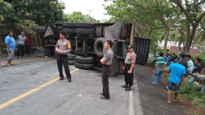 Empat Jam Poros Jeneponto-Bantaeng Macet Akibat Tertutup Truk Kecelakaan