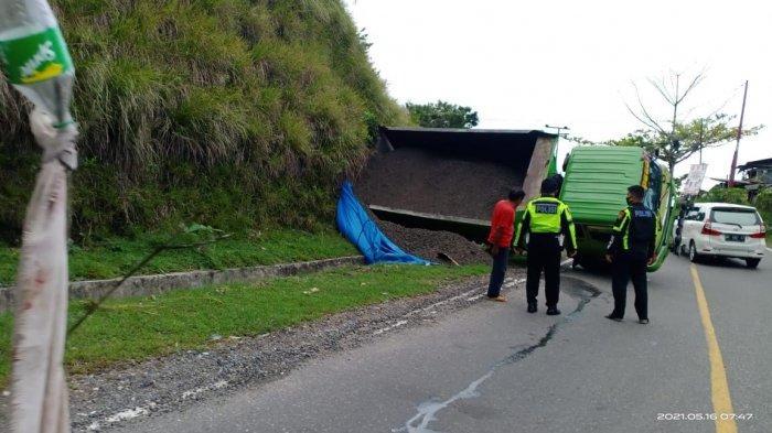 Tak Kuat di Tanjakan, Truk Pengangkut Pasir Alami Kecelakaan di Tuara Enrekang