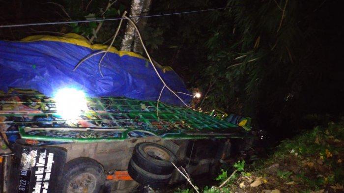 Truk Asal Makassar Masuk ke Jurang Baubau Wajo, Polisi: Diduga Kelebihan Muatan