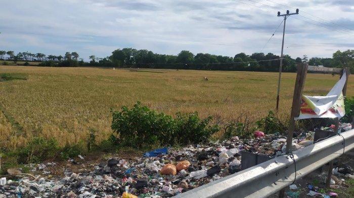Jorok, Sampah Masih Numpuk di Perbatasan Desa Nipa-nipa dan Biangkeke Bantaeng