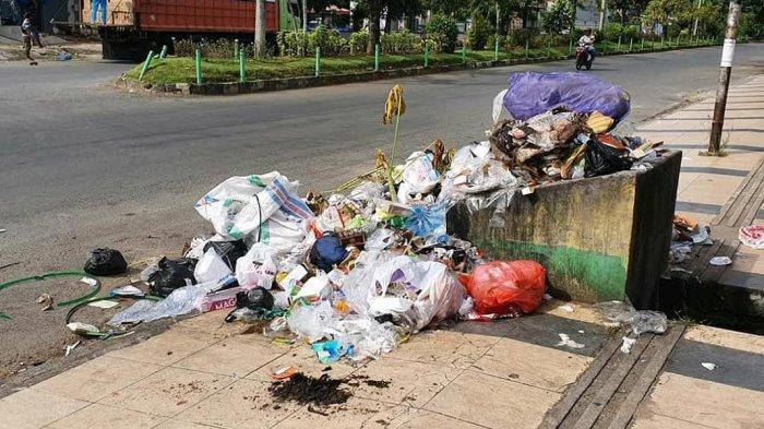 Sampah Menumpuk di Jl Durian Palopo, Kadis DLH: Libur
