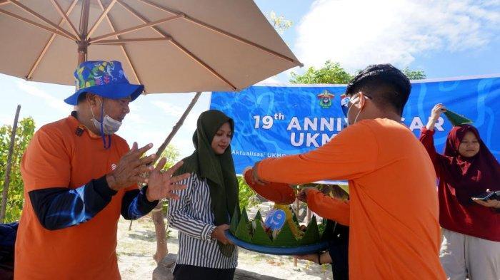 FOTO; UMKR Unhas Gelar Aksi Bersih-bersih di Pulau Gusung Makassar - ukm-renang-unhas-bersama-gustalcom-melakukan-aksi-bersih-bersih-di-pulau-gusung-3.jpg