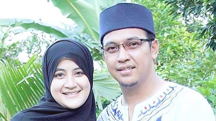 Ustad Uje Pernah Digosipkan Nikahi Pramugari 2011 Kini Umi Pipik Benarkan Mantan Suaminya Poligami