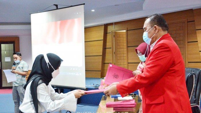 40 Pegawai Unhas Terima SK Pengangkatan Tenaga Kependidikan Non PNS Tidak Tetap