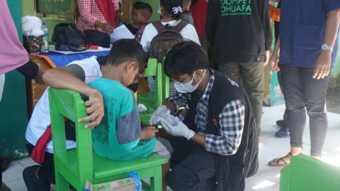 Gelar Operasi Kemanusian di NTT, Tim Bantuan Medis Calcaneus FK Unhas Beri Pelayanan Kesehatan