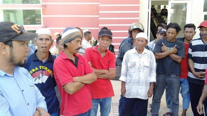 Buntut Penolakan Plt Kades dan Pilkades Sapanang, Warga Demo di Kantor Bupati Jeneponto