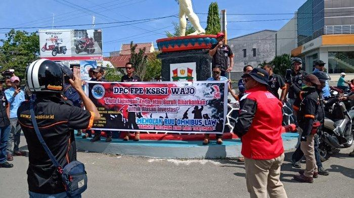 BREAKING NEWS: Buruh dan Pekerja di Wajo Unjuk Rasa, Tolak RUU Omnibus Law