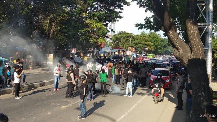 Unjuk Rasa Hardiknas Dibubarkan, Leher Mahasiswa UINAM Dipiting Polisi