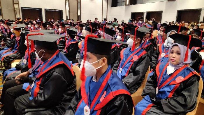 Dibekali Badan Usaha, 520 Wisudawan S1 & S2 STIE Nobel Indonesia Siap Cetak Lapangan Kerja