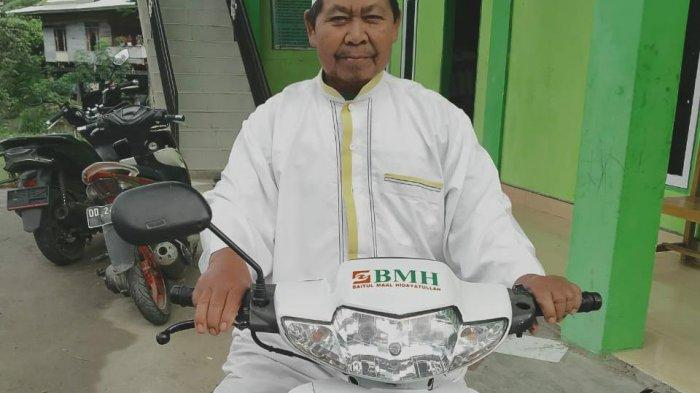 Berdakwah di Pelosok Enrekang, BMH Serahkan Motor Dai ke Ustaz Ismail Kalosi