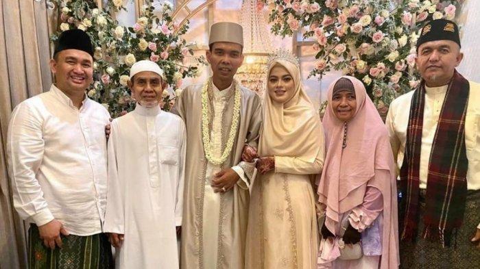 SAH! Lihat Cara Fatimah Pegang Ustadz Abdul Somad, Resmi Menikah Hari Ini Dihadiri Ulama Gontor