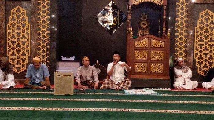 Tausyiah Subuh Masjid Agung Jeneponto: Boros adalah Sifat Setan