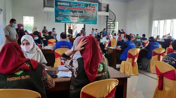 Masyarakat Ramai-ramai Datang Vaksin Covid-19 di Mapolres Luwu