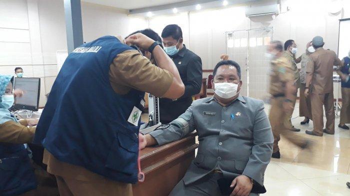 Anggota Dewan dan PN Malili Terima Vaksin di DPRD Luwu Timur