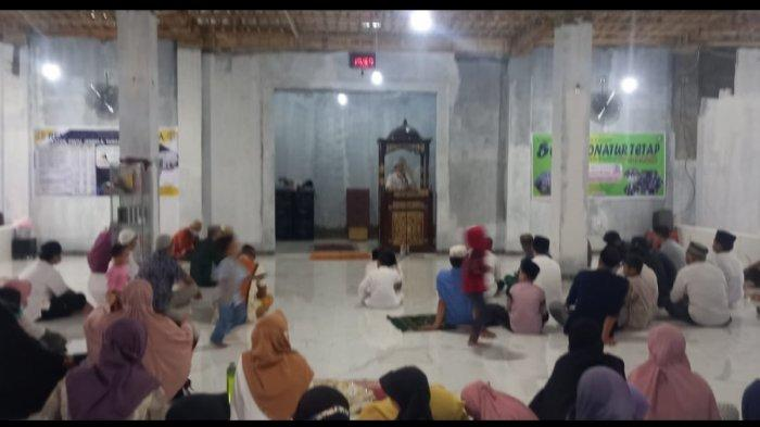 Warga Royal Sentraland meluncurkan gerakan 500 Donatur Tetap Percepatan Pembangunan Victoria Park Mosque dirangkaikan buka puasa bersama di Victoria Park Mosque, Moncongloe, Maros, Sabtu (24/4/2021).