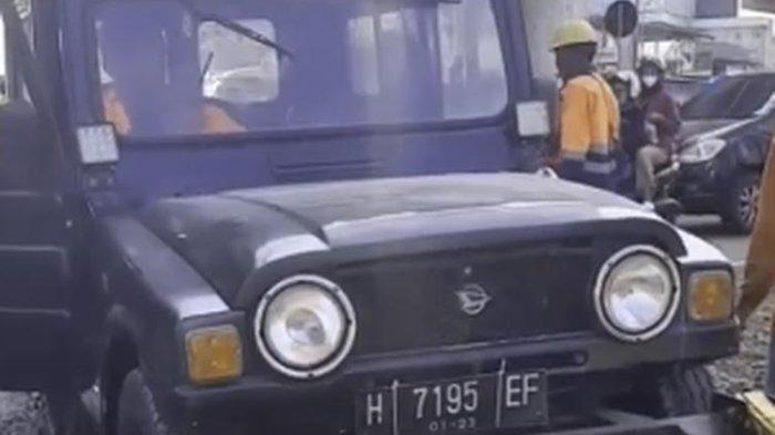 Viral Daihatsu Taft Generasi Kedua Naik ke Perlintasan Kereta Api