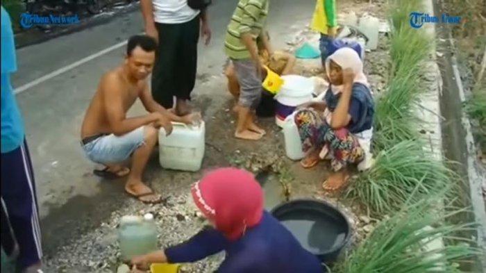 VIDEO: Warga Gunungkidul Ramai-ramai Menadah Air Akibat Pipa PDAM Bocor