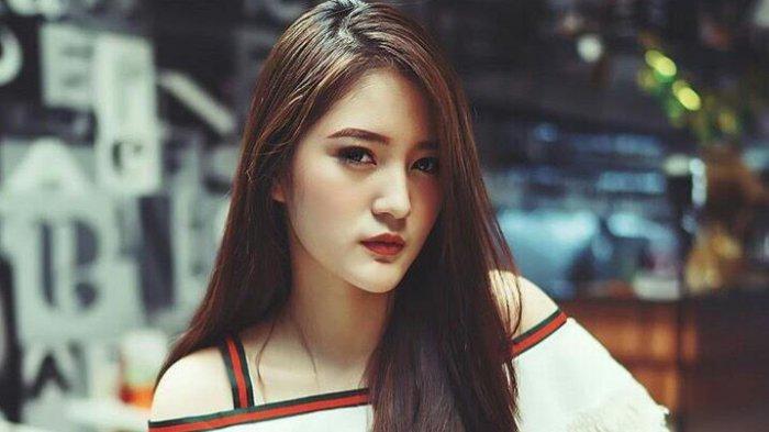 Model Cantik @vinalia5 Harap Tribun Timur Jadi Koran Nomor 1 di Indonesia -  Tribun-timur.com